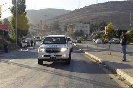 U.N. peacekeeping inspectors leave the Masnaa border crossing between Lebanon and Syria, August 31, 2013. REUTERS/Hassan Abdallah
