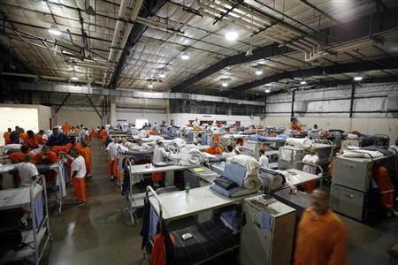 Prisoners at the Richard J. Donovan Correctional Facility in San Diego, California are seen housed in a gymnasium due to overcrowding in this September 14, 2009 file photo. REUTERS/Mike Blake/Files