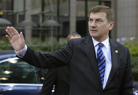 Estonia's Prime Minister Andrus Ansip arrives at the European Union (EU) council headquarters for an EU leaders summit discussing the EU's long-term budget in Brussels November 23, 2012. REUTERS/Eric Vidal