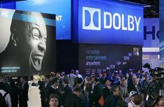 Стенд Dolby на выставке International Consumer Electronics Show (CES) в Лас-Вегасе 7 января 2010 года. Американский инженер и изобретатель Рэй Долби, придумавший систему шумоподавления при записи звука, использующуюся теперь повсеместно в музыкальной и киноиндустрии, скончался в четверг на 81-м году жизни. REUTERS/Steve Marcus