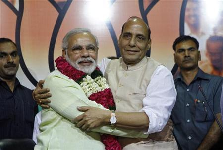 Hindu nationalist Narendra Modi (2nd L) hugs Rajnath Singh (2nd R), president of main opposition Bharatiya Janata Party (BJP), after Modi was crowned as the prime ministerial candidate for the BJP at the party headquarters in New Delhi September 13, 2013. REUTERS/Anindito Mukherjee