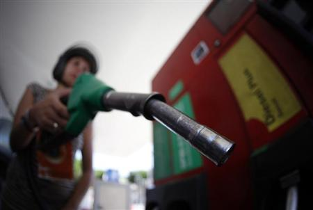 A customer uses a petrol nozzle in a gas station in Nice August 8, 2012. REUTERS/Eric Gaillard/Files