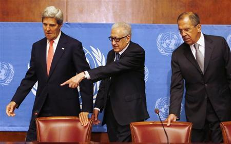 U.S. Secretary of State John Kerry (L), U.N. Special Representative Lakhdar Brahimi (C), and Russian Foreign Minister Sergei Lavrov, find their seats before they speak to media after a meeting on the ongoing crisis in Syria, at the United Nations offices in Geneva, September 13, 2013. REUTERS/Larry Downing