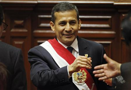 Peruvian President Ollanta Humala greets congressmen at the end of his speech to the nation at Congress on Independence Day in Lima, July 28, 2013. REUTERS/Mariana Bazo