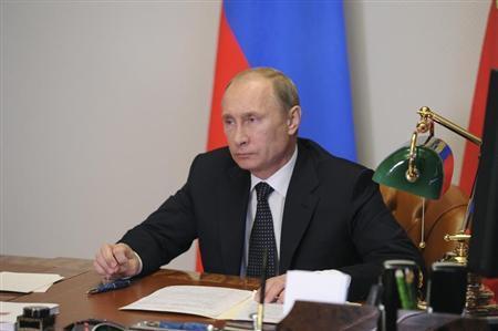 Russian President Vladimir Putin takes part in a teleconference with Defence Minister Sergei Shoigu at the Bocharov Ruchei state residence in Sochi, September 16, 2013. REUTERS/Mikhail Klimentyev/RIA Novosti/Kremlin