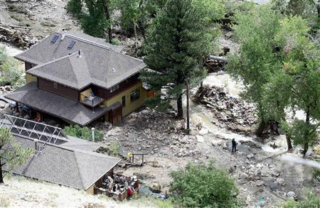 People move around outside of their homes off Lee Hill Drive where Fourmile Canyon Creek overflowed, in Boulder, Colorado September 16, 2013. REUTERS-Mark Leffingwell