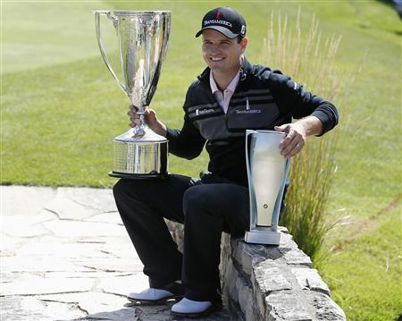 Zach Johnson of U.S.poses after winning the BMW Championship golf tournament at the Conway Farms Golf Club in Lake Forest, Illinois, September 16, 2013. REUTERS/Jim Young