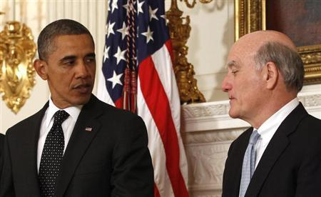 U.S. President Barack Obama announces that Chief of Staff Bill Daley (R) is stepping down after only one year in office and will be replaced by budget director Jack Lew at the White House in Washington January 9, 2012. REUTERS/Kevin Lamarque