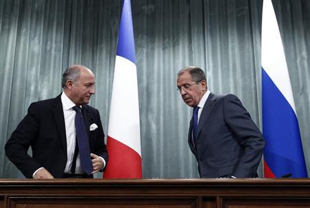Russia's Foreign Minister Sergei Lavrov (R) and his French counterpart Laurent Fabius attend a news conference in Moscow, September 17, 2013. REUTERS/Maxim Shemetov