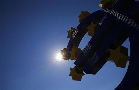The sun is seen over the euro sign landmark next to the head quarters of the European Central Bank (ECB) prior to the ECB's monthly press conference in Frankfurt, September 5, 2013. REUTERS/Kai Pfaffenbach