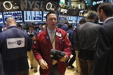 Wall Street a ouvert en légère hausse mardi, mais les investisseurs restent prudents dans l'attente de la décision de politique monétaire de la Réserve fédérale mercredi soir. Dans les premiers échanges, le Dow Jones gagne 0,28%. Le Standard & Poor's 500 progresse de 0,19% et le Nasdaq de 0,26%. /Photo prise le 16 septembre 2013/REUTERS/Brendan McDermid