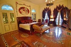 Suíte Mosaico, quarto em que Madonna se hospedou, na mansão que já pertenceu ao estilista Gianni Versace, em Miami Beach, Flórida. Começa na terça-feira o leilão desta que é uma das moradias mais famosas dos EUA, com lance mínimo de 25 milhões de dólares. 23/07/2013. REUTERS/Gaston De Cardenas