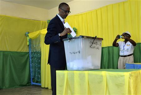 Rwanda's President Paul Kagame casts his vote during a parliamentary election in the capital Kigali September 16, 2013. REUTERS/Jenny Clover