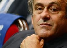 Presidente da Uefa, Michel Platini, comparece ao sorteio de times para a Liga Europa, em Monte Carlo. O presidente da Uefa, Michel Platini, disse que vai tomar uma decisão sobre concorrer ou não à presidência da Fifa no ano que vem. 30/08/2013. REUTERS/Jean Pierre Amet