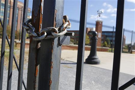Locked gates secure a pedestrian walkway along the Anacostia River at the Navy Yard installation the day after a shooting rampage, in Washington, September 17, 2013. REUTERS/Jonathan Ernst