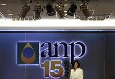 Foto de arquivo da diretora-geral da Agência Nacional do Petróleo (ANP) durante coletiva de imprensa no Rio de Janeiro. A reserva petrolífera de Libra, no pré-sal da Bacia de Santos, vai render cerca de 900 bilhões de reais ao longo de 30 anos ao país, estimou Chambriard nesta terça-feira, durante uma audiência pública no Senado. 14/05/2013 REUTERS/Ricardo Moraes