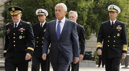 (L-R) Chairman of the Joint Chiefs Gen. Martin Dempsey, Vice Chairman of the Joint Chiefs Adm. Sandy Winnefeld, Defense Secretary Chuck Hagel, Navy Secretary Ray Mabus and Chief of Naval Operations Adm. Jonathan Greenert arrive at a ceremony, honoring the victims of an attack at the Navy Yard, at the Navy Memorial in Washington, September 17, 2013. REUTERS/Mike Theiler
