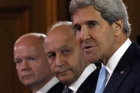 U.S. Secretary of State John Kerry (R), British Foreign Secretary William Hague (L) and French Foreign Minister Laurent Fabius attend a news conference after a meeting on Syria conflict at the Quai d'Orsay ministry in Paris September 16, 2013. REUTERS/Charles Platiau
