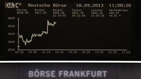 Les Bourses européennes sont en hausse mercredi à mi-séance, les investisseurs tablant sur l'annonce d'une diminution limitée des rachats d'actifs de la Réserve fédérale américaine. À Paris, le CAC 40 prend 0,50% à 4.166,28 points vers 10h50 GMT. À Francfort, le Dax gagne 0,46% et à Londres, le FTSE 0,12%. /Photo prise le 18 septembre 2013/REUTERS
