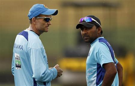 Sri Lanka's captain Mahela Jayawardene (R) talks with coach Graham Ford during a practice session ahead of their Twenty20 cricket match against India, in Pallekele August 6, 2012. REUTERS/Dinuka Liyanawatte