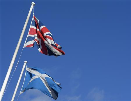 The Saltire (R) and Union Flag fly together in a street before a debate in the Scottish Parliament on 'Scotland's future,' in Edinburgh, Scotland September 18, 2013. REUTERS/Russell Cheyne