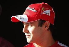 Piloto Felipe Massa durante evento promocional antes do Grande Prêmio de Fórmula 1 em Cingapura. Massa esquivou-se de perguntas sobre seu futuro na Fórmula 1, enquanto Jenson Button colocou em dúvida se a Ferrari será mesmo mais forte na próxima temporada, quando o brasileiro será substituído pelo finlandês Kimi Raikkonen. 18/09/2013. REUTERS/Tim Chong