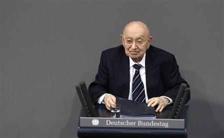 Holocaust-survivor and Germany's famous literature critic Marcel Reich-Ranicki delivers speech during a commemoration service for the victims of national socialism on International Holocaust Memorial Day at the Reichstag building, seat of the German lower house of Parliament Bundestag, in Berlin, January 27, 2012. REUTERS/Tobias Schwarz