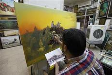 Iraqi artist Ahmed al-Khazali paints in his workshop at a gallery in Baghdad's Karrada district, September 18, 2013. Iraq has a long history in the arts, particularly sculpture, a staple of artistic life here since ancient times. REUTERS/ Thaier Al-Sudani
