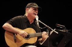 Cuban musician Silvio Rodriguez performs during a concert in Havana September 10, 2010. REUTERS/Enrique De La Osa