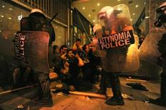 Riot police officers detain protesters after clashes in the northern Greek town of Thessaloniki between police and angry anti-fascist protesters following the killing of a 35-year-old anti-racism rapper by a man who sympathized with the far-right Golden Dawn group September 18, 2013. REUTERS/Alexandros Avramidis