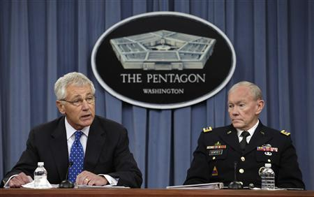 U.S. Secretary of Defense Chuck Hagel (L) and Joint Chiefs of Staff Gen. Martin Dempsey hold a joint news conference at the Pentagon in Washington September 18, 2013. REUTERS/Yuri Gripas