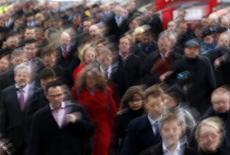 Le nombre de déclarations d'embauche de plus d'un mois dans les secteurs marchands, hors intérim, a augmenté pour le deuxième mois consécutif en août, à +1,3%, mais recule de 2,1% sur trois mois, selon les chiffres publiés jeudi par l'Agence centrale des organismes de sécurité sociale (Acoss). /Photo d'archives/REUTERS/Chris Helgren