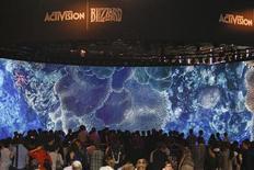 La cession de l'essentiel de la participation de 61,1% de Vivendi dans Activision Blizzard est retardée par la décision d'un juge américain. Le conglomérat français des médias veut céder le contrôle de l'éditeur de jeux vidéo américain pour 8,2 milliards de dollars par la vente de plus de 85% de sa participation. /Photo prise le 21 août 2013/REUTERS/Ina Fassbender