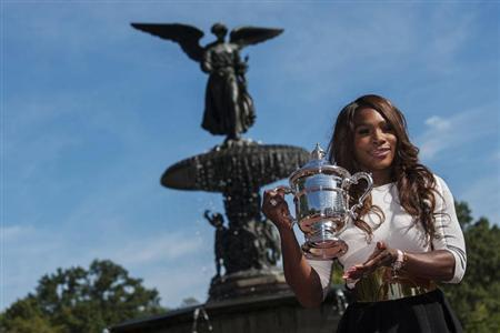 Serena Williams of the U.S. poses with her trophy after winning the women's singles final match against Victoria Azarenka of Belarus at the U.S. Open tennis tournament in New York's Central Park, September 9, 2013. REUTERS/Keith Bedford