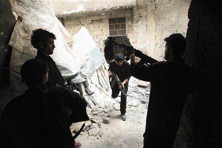 A Free Syrian Army fighter runs for cover in Al-Amiriya near the Artillery School in Aleppo, September 18, 2013. REUTERS/Ammar Abdullah