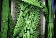 Numericable a enclenché jeudi la première étape de son introduction en Bourse qui devrait porter sur 20 à 40% de son capital et pourrait valoriser le câblo-opérateur français jusqu'à 5 milliards d'euros. /Photo d'archives/REUTERS/Lisi Niesner