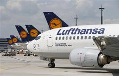 File photo of a Lufthansa Boeing 737-300 driving across the tarmac of Frankfurt airport July 12, 2013. REUTERS/Ralph Orlowski/Files