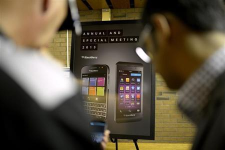 BlackeBerry users look at a new mobile device at the BlackBerry Annual and Special Meeting in Waterloo, Ontario July 9, 2013. REUTERS/Jon Blacker