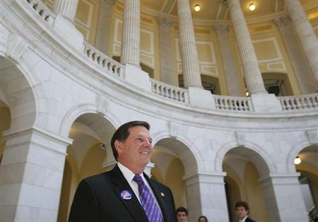 Former House Majority leader U.S. Representative Tom Delay (R-TX) walks out of the Cannon House Office Building on Capitol Hill on the day his resignation takes effect in Washington, June 9, 2006. REUTERS/Evan Sisley
