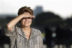 Presidente Dilma Rousseff durante reunião com a presidente da Argentina, Cristina Kirchner, no Palácio do Planalto, em Brasília. Dilma anunciou nesta quinta-feira que o governo vai licitar em novembro 851 quilômetros da BR-163, rodovia de grande importância logística no escoamento da produção do agrícola na região de Mato Grosso. 7/12/2012. REUTERS/Ueslei Marcelino