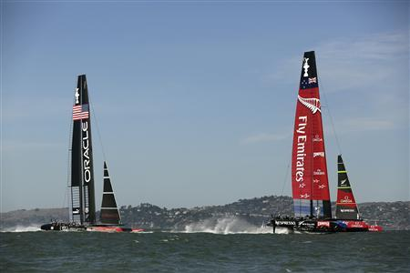 Emirates Team New Zealand (R) sails ahead of Oracle Team USA during Race 12 of the 34th America's Cup yacht sailing race in San Francisco, California September 18, 2013. REUTERS/Robert Galbraith