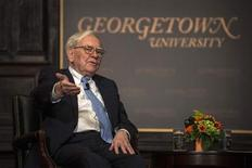 Investor Warren Buffett speaks to students at Georgetown University with Bank of America CEO Brian Moynihan (not pictured) at an event co-sponsored by Bank of America and the Global Social Enterprise Initiative (GSEI) at Georgetown's McDonough School of Business in Washington September 19, 2013. REUTERS/James Lawler Duggan