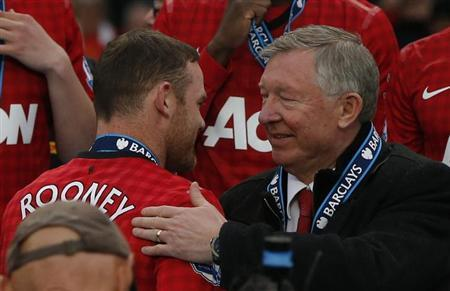 Manchester United manager Alex Ferguson speaks with Wayne Rooney (L) during the English Premier League trophy presentation at Old Trafford stadium in Manchester, northern England May 12, 2013. REUTERS/Phil Noble/Files