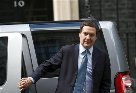 Britain's Chancellor of the Exchequer George Osborne arrives at 10 Downing Street, in central London September 18, 2013. REUTERS/Andrew Winning