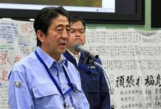 Japan's Prime Minister Shinzo Abe (L) speaks to workers at the emergency operation center during his inspection tour to Tokyo Electric Power Co. (TEPCO)'s tsunami-crippled Fukushima Daiichi nuclear power plant in Okuma, Fukushima Prefecture September 19, 2013. REUTERS/Pool