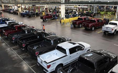 2014 Ford F-150 pick-up trucks are seen inside the plant at the Ford Motor Dearborn Truck Plant in Dearborn, Michigan September 16, 2013. Picture taken September 16, 2013. REUTERS/Rebecca Cook
