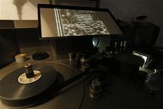 La primera cinta estadounidense en advertir sobre los peligros del régimen nazi de Adolf Hitler fue descubierta en un archivo cinematográfico de Bruselas, luego de haber permanecido inadvertida por unos 75 años. En la foto, la cinta de 1934 en el Cinematheque Royale de Belgique en Bruselas. Sept 20, 2013. REUTERS/Yves Herman