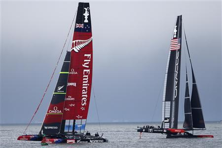 Emirates Team New Zealand (L) sails against Oracle Team USA (R) during Race 13 of the 34th America's Cup yacht sailing race in San Francisco, California September 20, 2013. REUTERS/Stephen Lam