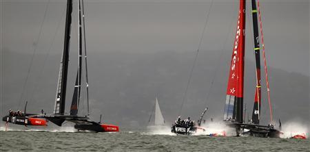Emirates Team New Zealand (R) and Oracle Team USA start Race 13 of the 34th America's Cup yacht sailing race in San Francisco, California September 20, 2013. REUTERS/Robert Galbraith
