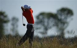 Jordan Spieth of the U.S. watches his tee shot on the 12th hole during the second round of the British Open golf Championship at Muirfield in Scotland July 19, 2013. REUTERS/Brian Snyder (BRITAIN - Tags: SPORT GOLF) - RTX11RMR